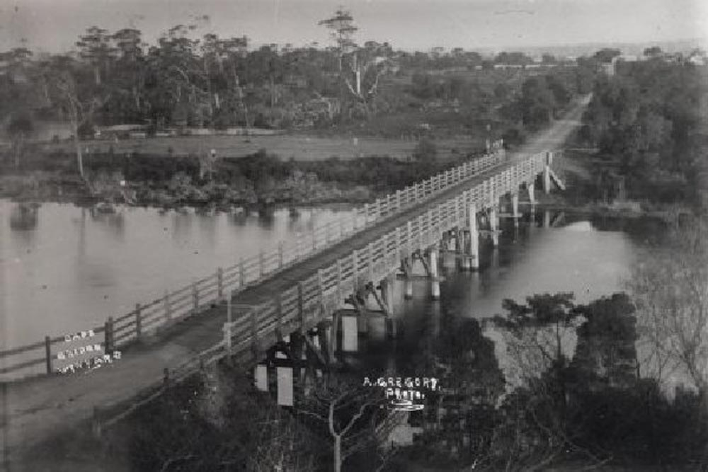 The Single lane Table Cape Bridge taken from Alexandria circa 1920's